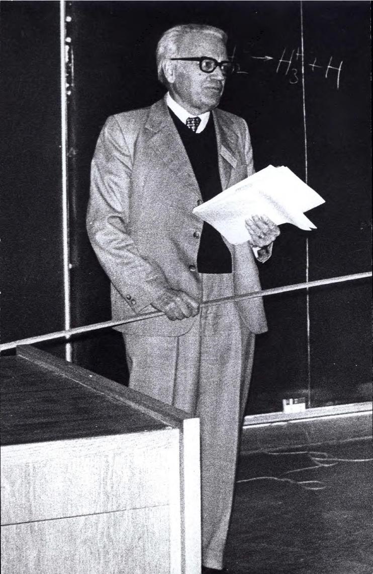 Tab 1: Gerhard Herzberg at podium, photo 2