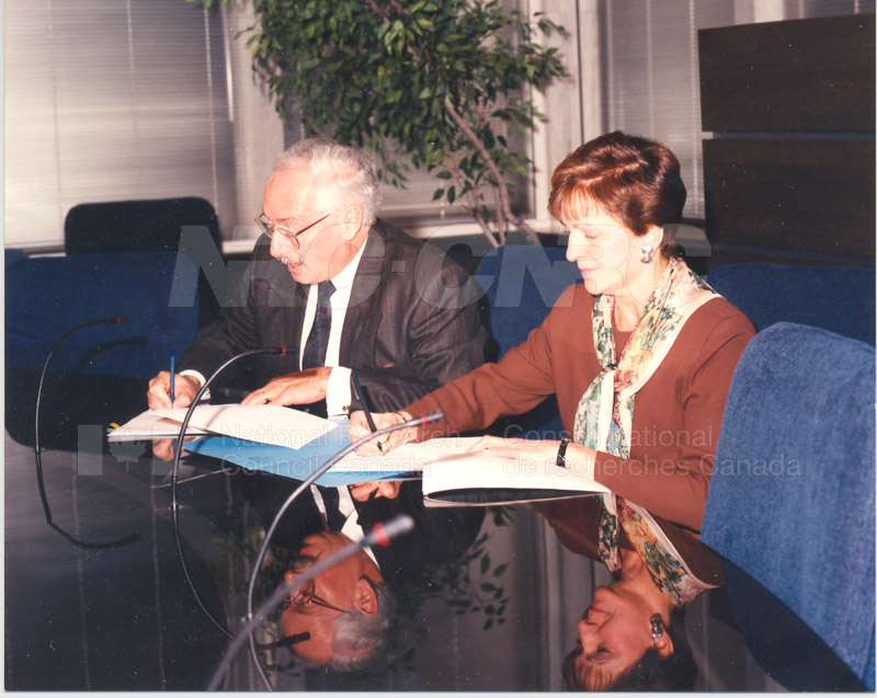 Signing of MOU by Dr. P.O. Perron of the NRC and Deputy Minister Lorette Goulet of the Federal Office of Regional Development, Feb. 15 1994 001