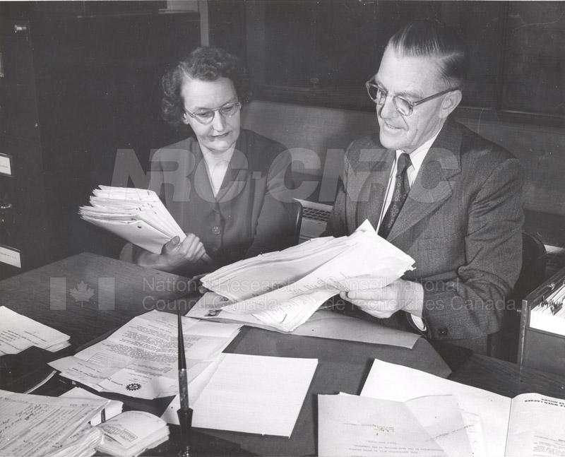 'Research News' Photos 1953 (of Fellows) 002