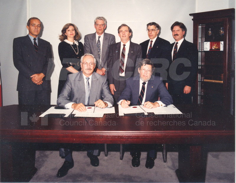 Signing of MOU for Advanced Systems Research Aircraft- 9 July 1992 001