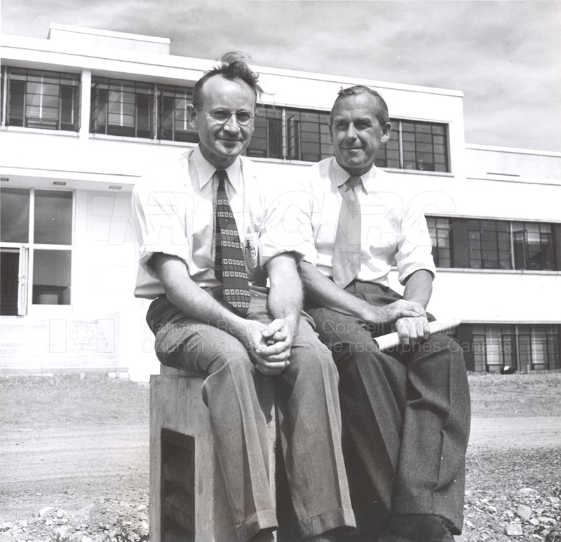 Dr. Steacie, Dr. I.E. Puddington Applied Chemistry Building no.32 1952 004