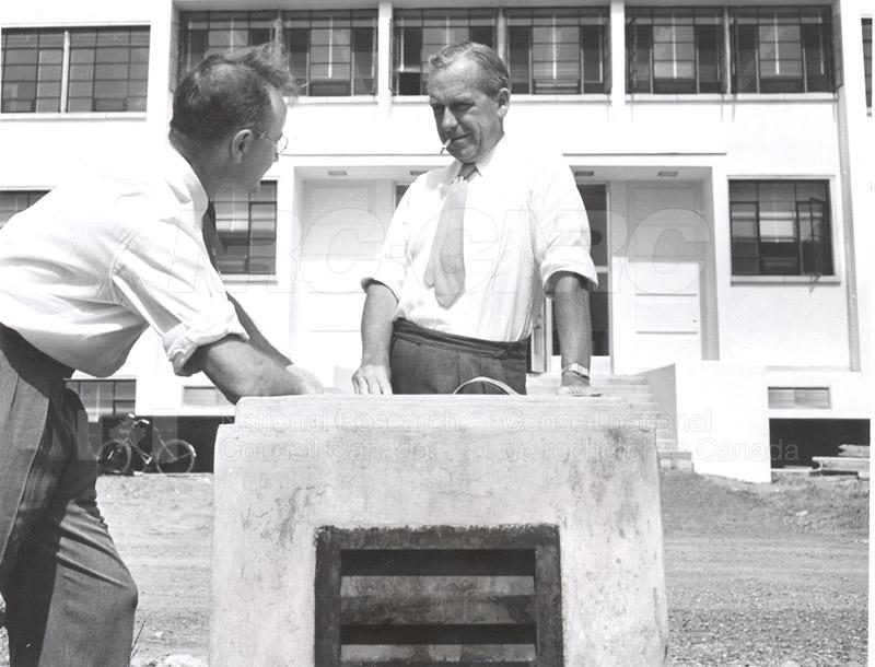 Dr. Steacie, Dr. I.E. Puddington Applied Chemistry Building no.32 1952 003