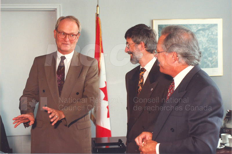 Memorandum of Understanding Signing NRC-CISTI and Agriculture & Agri-Food Canada 29 Aug. 1997 005