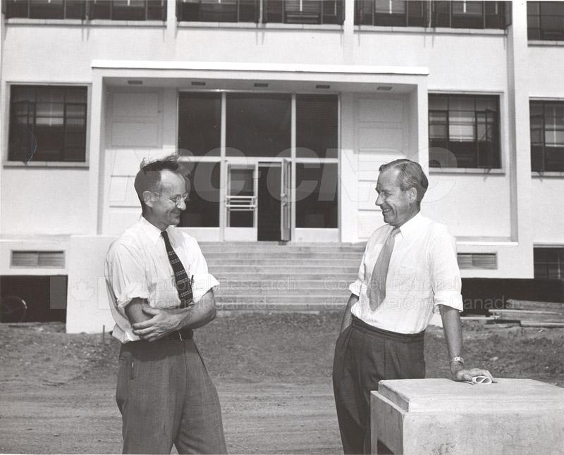 Dr. Steacie, Dr. I.E. Puddington Applied Chemistry Building no.32 1952 006