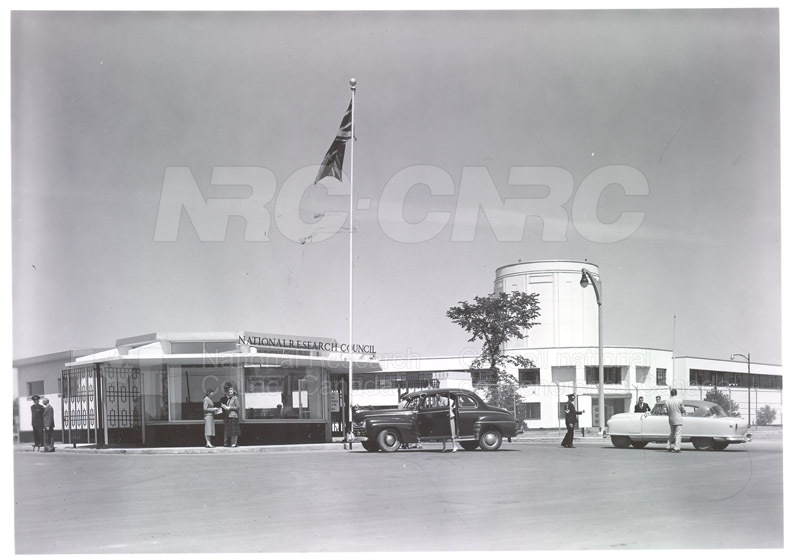 NRC Open House- Montreal Road 1954 021