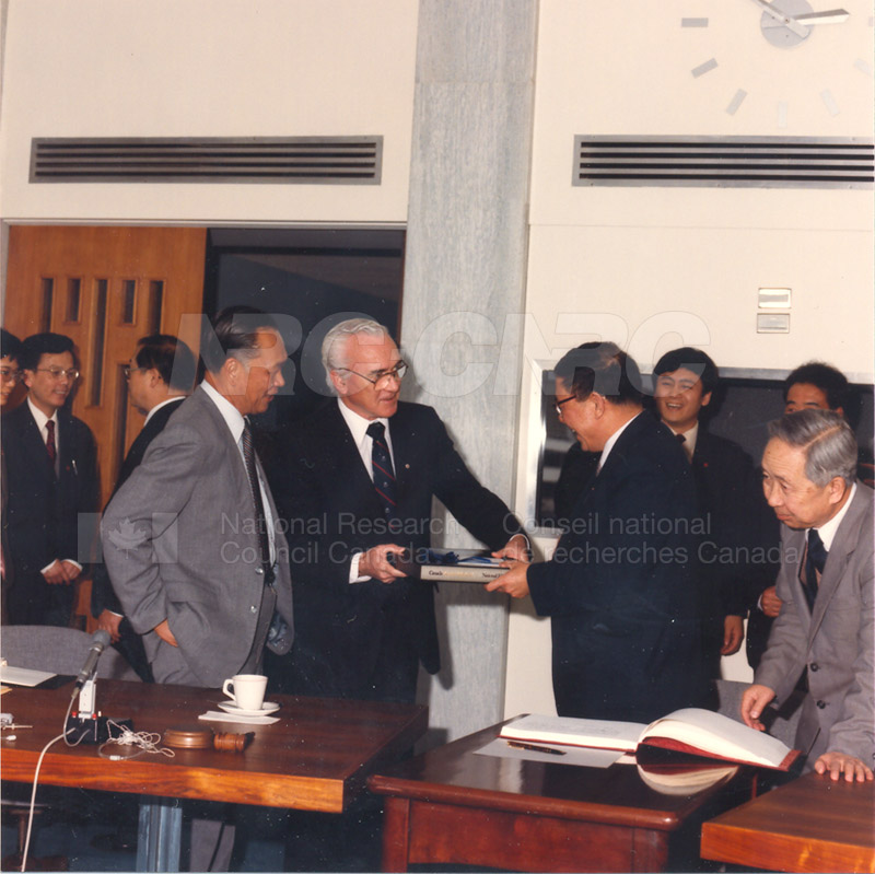 State Science and Technology Commission from China 25 April, 1985 005