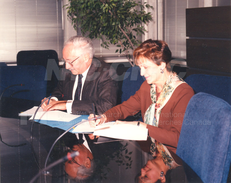 Signing of MOU by Dr. P.O. Perron of the NRC and Deputy Minister Lorette Goulet of the Federal Office of Regional Development, Feb. 15 1994 003