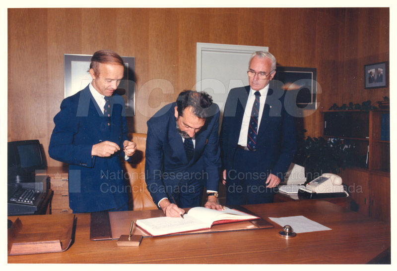L. Rossi-Bernardi, President, National Research Council of Italy 4 Sept. 1985 004