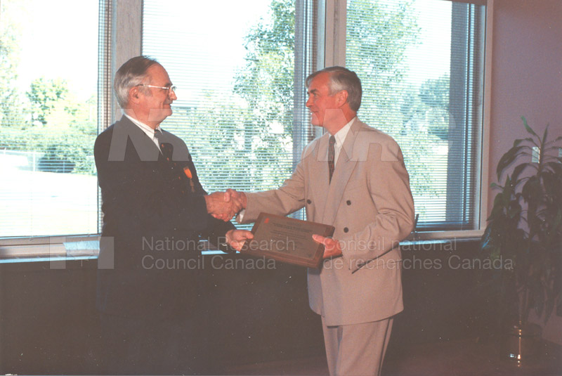 Memorandum of Understanding Signing NRC-CISTI and Agriculture & Agri-Food Canada 29 Aug. 1997 016
