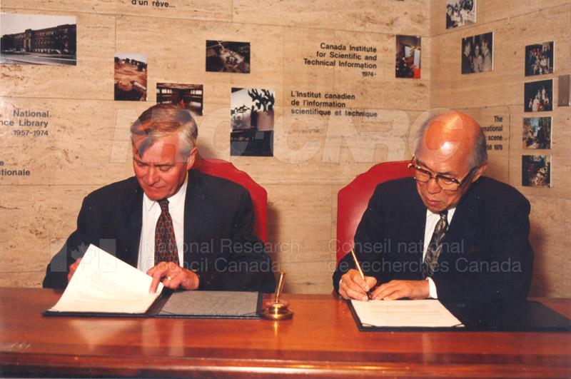 Agreement Signing RIKEN 23 Sept. 1997 009