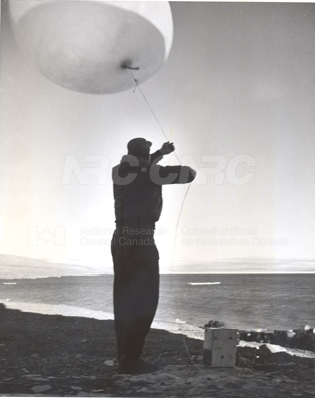 Alert and Resolute Bay Meteorology 1953-1954, 1957 006