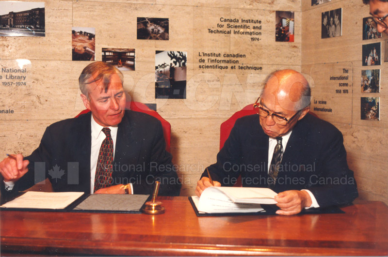 Agreement Signing RIKEN 23 Sept. 1997 011