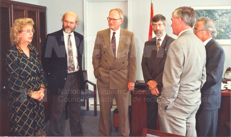 Memorandum of Understanding Signing NRC-CISTI and Agriculture & Agri-Food Canada 29 Aug. 1997 006