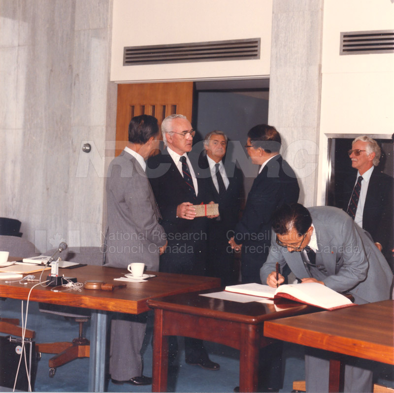 State Science and Technology Commission from China 25 April, 1985 004
