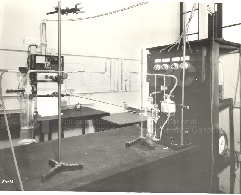 Chemistry Textile Lab- Apparatus for Measuring Damage by Sulfur Dioxide (Dept. of Trade and Commerce, KK-72) c.1939